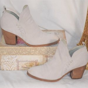 SAM EDELMAN OFF WHITE SUEDE ANKLE PULL ON BOOTIES